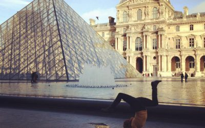 handstand Louvre